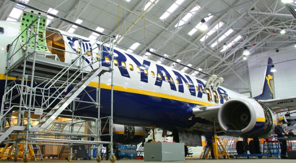 ryanair-technics-engineering-aircraft
